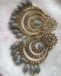 Indian Jewelry Earrings, Indian Jewelry Sets, Jewelry Design Earrings, Gold Earrings Designs, Indian Wedding Jewelry, India Jewelry, Ear Jewelry, Antique Earrings, Jewelry Shop