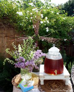 Cute idea for outdoor drink station. Love the beehive beverage server.