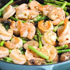 A super-easy Garlic Shrimp Asparagus Skillet recipe that is low-carb, gluten-free, and paleo-friendly! Perfect for a busy weeknight since this one-pan meal will be ready in 20 minutes or so. Best Paleo Recipes, Gluten Free Recipes For Breakfast, Whole 30 Recipes, Lunch Recipes, Healthy Dinner Recipes, Low Carb Recipes, Shrimp And Asparagus, Asparagus Skillet, Garlic Shrimp