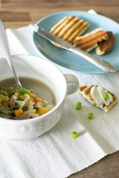 Zelf groentebouillon + groentesoep maken is super makkelijk, lekker en gezond!