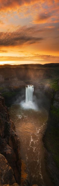 ♥♥ Waterfall for Leah Kaye for Reasons! ♥♥ Palouse Falls - Washington State, USA - by Paul James Image Nature, All Nature, Amazing Nature, Beautiful Waterfalls, Beautiful Landscapes, Places To Travel, Places To See, Beautiful World, Beautiful Places