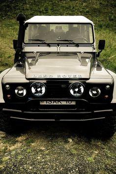 Land Rover Defender Loooooooovvvvveeee this -Sky