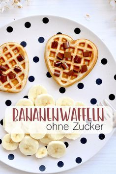 Leckere Bananenwaffeln ganz ohne Zucker und super lecker Banana wafers are waffles without sugar, which only taste super delicious with the sweetness of the bananas. Because the waffles are without sugar, they are very suitable as waffles for children. Baby Food Recipes, Cookie Recipes, Dessert Recipes, Brownie Recipes, Banana Design, Kids Meals, Easy Meals, Healthy Meals, Banana Waffles