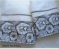 toalhas bordadas richelieu www.facebook.com/rechilieu Cutwork Embroidery, Embroidery Patterns, Janome, Work Sarees, Cut Work, Bath Towels, Applique, Kids, Tulle