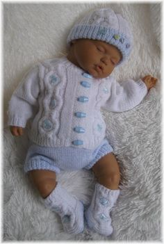 Knitting Pattern Baby Or Reborn For Swea - Qoster Baby Cardigan Knitting Pattern Free, Baby Boy Knitting Patterns, Crochet Baby Cardigan, Knit Baby Sweaters, Baby Patterns, Pull Bebe, Baby Layette, Baby Doll Clothes, Dolls