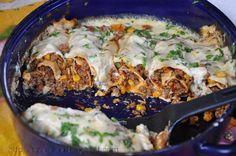 Clatite cu carne si ciuperci la cuptor: foarte gustoase si satioase :) Sper sa le incercati!!! Ingrediente pentru 4 portii: - o portie de clatite (reteta de baza 1 sau 2 :P) Pentru umplutura: - 100-150 g. ciuperci - 1 ceapa mare sau 1 legatura praz - 350 g. carne tocata amestecata (vita+porc) - 2, 3 linguri ulei - 400 g. rosii proaspete sau din conserva - 140 g. porumb pentru gatit, din conserva - sare, piper - boia dulce - praf de usturoi sau usturoi trecut prin presa Pentru sos: - 2…