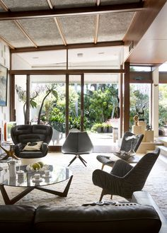 BEST OF Australian Homes 2013 · Mark and Christine Baxter and Family - The Design Files Mid Century Modern Design, Mid Century Modern Furniture, Modern House Design, Interior Exterior, Home Interior, Interior Architecture, Style At Home, Piece A Vivre, The Design Files