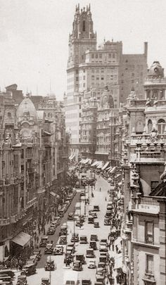 Gran Via Street Madrid. Old Pictures, Old Photos, Foto Madrid, Germany And Italy, Portugal, Best Cities, Wonderful Places, Valencia, Places To Visit
