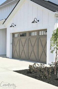 Transform and update the exterior of your home instantly by replacing garage doors with a more modern garage door design. We're showing you garage door styles to consider and what you need to think about when choosing modern garage door designs. Exterior Wall Design, Garage Door Design, Exterior Doors, Garage Exterior, Modern Farmhouse Exterior, Farmhouse Interior, Farmhouse Design, Farmhouse Door, Farmhouse Style