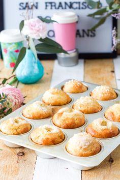 """Pullahiiren leivontanurkka: """"Maailman helpoimmat pullat"""" - jääkaappipullat Sweet Pastries, Food Inspiration, Good Food, Goodies, Food And Drink, Sweets, Bread, Cooking, Breakfast"""