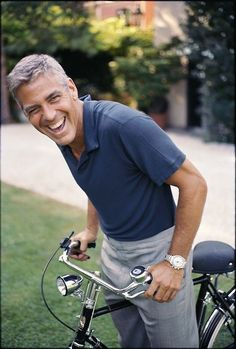 George Clooney likes riding his bike! Share his joy with your own bike ride. George Clooney, Pretty People, Beautiful People, Actrices Sexy, Actrices Hollywood, Famous Faces, Belle Photo, Gorgeous Men, Hot Guys