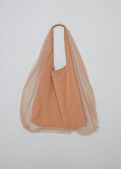 Delicate, stylish and versatile, the Parachute Tote is a tulle double-layered shoulder bag, that hangs loosely and highlights any casual activity. Fashion Bags, Fashion Accessories, Designer Totes, Casual Bags, Jute Bags, Bag Making, Large Tote, Shopping Bag, Creations
