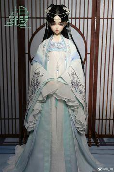 Asian Hair Pin, Chinese Dolls, Anime Girl Dress, Royal Dresses, Asian Doll, Chica Anime Manga, Hanfu, Bjd Dolls, Cute Dolls