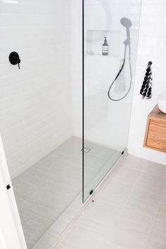Walk In Shower Second Storey Bathroom On the Ball Bathrooms Subway Wall tiling Black Tapware Subway White Walls Hob Shower Wood Vanity Mixer Diverter Shower Combo Wall Hung Timber Vanity Rimless Toilet Ensuite Claremont Bathroom Renovations Timber Vanity, Wood Vanity, Rustic Bathtubs, Bathroom Renovations Perth, Bathroom Trends, Modern Bathroom, Bathroom Ideas, Wall Tiles Design, Walk In Shower Designs