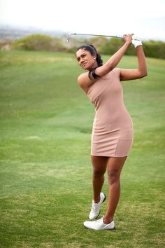Naked golf lady, full hand in the pussy