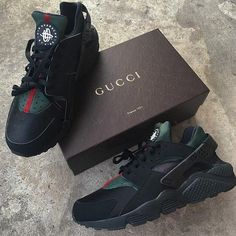Nike Gucci Drops the Air Huarache Ultra Sports shoes Black&green Dr Shoes, Cute Shoes, Me Too Shoes, Black Shoes, All Black Sneakers, Sneakers Nike, Gucci Shoes Sneakers, Adidas Shoes, Sneakers Workout