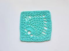 Pineapple stitch crochet is full of vintage elegance. Learn how to crochet the pineapple stitch with this tutorial from Oombawka Designs. Plus video! Tunisian Crochet Stitches, Crochet Shell Stitch, Crochet Dishcloths, Granny Square Crochet Pattern, Single Crochet Stitch, Crochet Stitches Patterns, Crochet Squares, Crochet Motif, Granny Squares