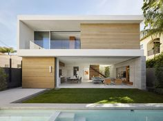Modern residence in Beverly Hills, California. Modern Architecture House, Residential Architecture, Architecture Design, Modern House Plans, Modern House Design, Modern Exterior, Exterior Design, Beverly Hills, Spanish Style Homes