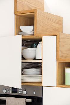 Clever pantry storage under stairs 50 Trendy Idea Kitchen Under Stairs, Under Stairs Cupboard, Kitchen Organisation, Kitchen Storage Solutions, Stair Storage, Pantry Storage, Kitchen Interior, Home Interior Design, Kitchen Sink Diy