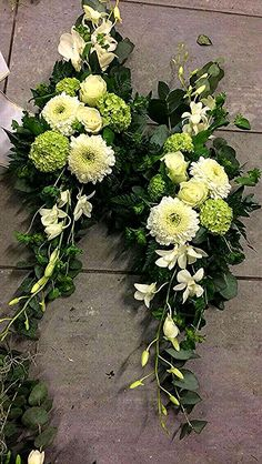 Flower arrangements for the coffin look for inspiration for the funeral on www. Casket Flowers, Grave Flowers, Cemetery Flowers, Church Flowers, Funeral Flowers, Wedding Flowers, Funeral Floral Arrangements, Creative Flower Arrangements, Church Flower Arrangements