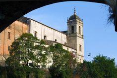Nel tratto iniziale del corso Plebiscito,a Cosenza, su un'altura spianata nel 1523, sorge la Chiesa di Santa Maria di Loreto dei Padri Minimi, l'Ordine istituito da San Francesco di Paola molto amata dai cosentini.