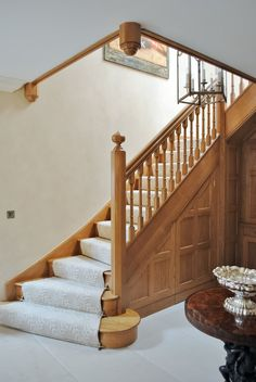 Natural wood staircase made in solid oak. Staircase Landing, House Staircase, Staircase Remodel, Staircase Railings, Edwardian Staircase, Victorian Hallway, Oak Stairs, Entry Stairs, Railing Design