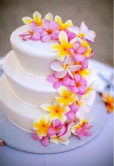 love this plumeria wedding cake unfortunately doesn't really work for my woodsy wedding.