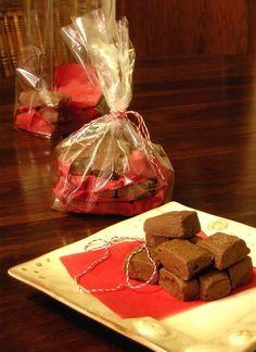 Thank Pete it's Fudge Season(TM)* again! Fudge and heat don't mix. I dove right into a bottle of Jameson's Irish Whiskey … Holiday Drinks, Holiday Desserts, Holiday Baking, Fudge Recipes, Candy Recipes, Whiskey Chocolate, Jameson Irish Whiskey, Chocolate Dreams, Truffle Recipe