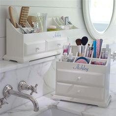 This looks like a good idea. I should maybe try this in my bathroom or on my bureau.