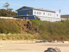 House vacation rental in Yachats 7 bedrooms 2 kitchens, 4.5 baths - 4500sq ft, $649