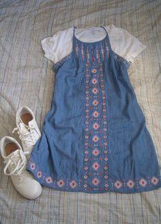 Kaufe meinen Artikel bei #Kleiderkreisel http://www.kleiderkreisel.de/damenmode/jeanskleider/153330315-hellblaues-leichtes-jeanskleid-mit-wunderschonen-azteken-stickereien