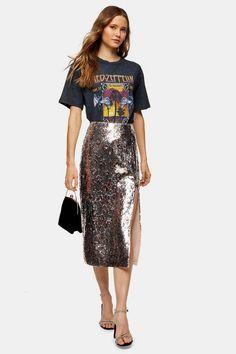 Silver Leopard Print Sequin Pencil Skirt as part of an outfit Paillette Rock Outfit, Sequin Skirt Outfit, Silver Sequin Skirt, Sequin Pencil Skirt, Pencil Skirt Outfits, Pleated Mini Skirt, Leopard Print Skirt, Floral Print Skirt, Style Magazin