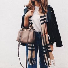 Camel plaid Burberry scarf and black leather jacket outfit Cute Fall Outfits, Fall Winter Outfits, Autumn Winter Fashion, Casual Outfits, Spring Outfits, Casual Winter, Winter Clothes, Casual Summer, Winter Wear