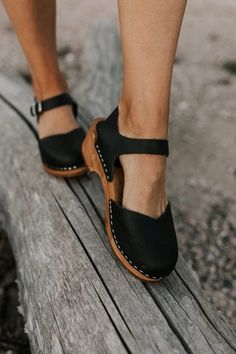 Mia sofia clogs best festival outfit ideas you need to copy this year Vans Converse, Mode Rock, Shoes 2018, Mode Shoes, Leather Clogs, Girls Shoes, Ladies Shoes, Shoes Women, Womens Work Shoes
