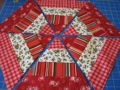 Love Laugh Quilt: holiday hexagon I made several for fall - need to make some Christmas - they go together very quickly (christmas table mats) Table Topper Patterns, Quilted Table Toppers, Quilted Table Runners, Small Quilts, Mini Quilts, Christmas Sewing, Christmas Crafts, Christmas Quilting, Modern Christmas