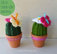 ¡Mirad que mini cactus tan graciosos! Están elaborados con crochet y vosotros también podéis hacerlos.