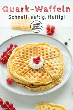 These quark waffles are definitely among the most fluffy and juicy waffles. The simple recipe for the waffles with cottage cheese could be a new favorite recipe for the whole family: fast, simple, delicious! Waffle Recipes, Cheese Recipes, Baking Recipes, Cake Recipes, Dessert Simple, Healthy Dessert Recipes, Easy Desserts, Desserts Sains, Best Pancake Recipe