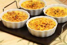 Crème Brullée (pronuncia-se Crreme Brrullê) é uma sobremesa francesa, leve e muito saborosa.    Mais receitas em: http://www.receitasdemae.com.br/receitas/creme-brullee/