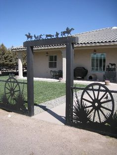 @Western Metal Art Store (LP Deming, NM) Love the wagon wheels and grasses