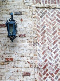 Beautiful laid brick pattern in white and adobe with a black lantern on the wall of a neo-Spanish style home. White Wash Brick, Black Brick, Brick Wall Gardens, Light Brick, Brick Detail, Faux Window, Black Lantern, Brick Colors, Spanish Style Homes