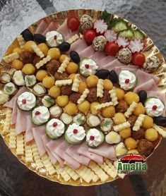 Aperitive reci - idei de platouri aperitive Party Snacks, Appetizers For Party, Appetizer Recipes, Amazing Food Decoration, Party Food Platters, Good Food, Yummy Food, Food Humor, Appetisers