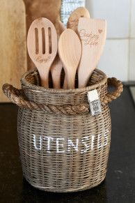 Love To Cook Spoon Holder - Cooking utensils - Eating utensils - Crockery and Cutlery - Accessories - Collection Newspaper Basket, Newspaper Crafts, Willow Weaving, Basket Weaving, Rivera Maison, Kitchen Organisation, Bamboo Crafts, Paper Weaving, Rattan Basket