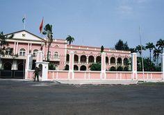 O palácio presidencial de São Tomé e Príncipe. ◆São Tomé e Príncipe – Wikipédia https://pt.wikipedia.org/wiki/S%C3%A3o_Tom%C3%A9_e_Pr%C3%ADncipe #Sao_Tome_and_Principe