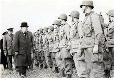 High level inspection WWII British Prime Minister Winston Churchill and the Supreme Commander of the Allied Expeditionary Force in Europe, Dwight D. Eisenhower inspect the Regiment of the Airborne Division. Winston Churchill, 101st Airborne Division, Band Of Brothers, Paratrooper, United States Army, Military History, Ww2 History, D Day, Us Army