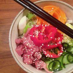 Sushi maken is best een klus. Heb je trek in sushi, maar niet veel tijd? Sushi eten uit een kom kan ook. Het is veel sneller klaar en het smaakt prima! Sushi Bowl, Acai Bowl, Trek, Rice, Breakfast, Food, Acai Berry Bowl, Morning Coffee, Essen