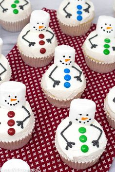 Melting Snowman Cupcakes - your favorite cupcake recipe decorated as super cute melting snowmen with marshmallows, mini M&M's candies, and vanilla buttercream; they're totes adorbs, easy enough, and all the kids (and adults) will want to eat one. Christmas Snacks, Christmas Cooking, Christmas Goodies, Christmas Candy, Holiday Treats, Holiday Recipes, Holiday Cakes, Xmas, Christmas Baking For Kids