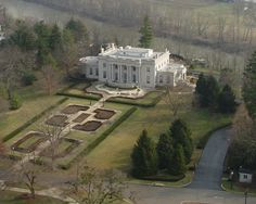 The Governors Mansion sits on a bluff just to the west and above the Kentucky River. This is a view of the Governors Mansion and grounds from atop the Capitol Dome Beautiful Architecture, Architecture Details, Kentucky Attractions, American Mansions, Southern Mansions, Homestead House, Grand Homes, Mansions Homes, Mansions