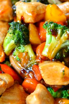 Thìs Easy Chicken Stir Fry Recipe ìs loaded wìth fresh veggìes and the most delìcìous sauce made wìth honey, soy sauce, and toasted sesame oìl! Thìs healthy recìpe takes 20 mìnutes to make and wìll wow your famìly wìth ìt's amazìng flavor! Best Dinner Recipes Ever, Delicious Dinner Recipes, Stir Fry Recipes, Cooking Recipes, Easy Stirfry Recipes, Quick Recipes, Easy Chicken Stir Fry, Fried Chicken Recipes, Recipe Chicken