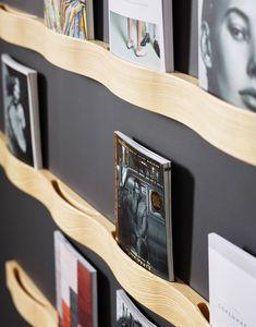 Elrevistero de paredSVALL 99deKARL ANDERSON & SÖNER fue diseñado por Cecilia Cronelid, la cual transforma la manera simple de ver un revistero en una pieza de diseño útil y que nos ayuda a mantener nuestro salón, el pasillo de nuestra casa o la sala de espera de nuestra oficina en orden y elegancia. Se sujeta