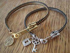 DIY Zipper Bracelet ( With Video Include) ❤️ – Diy Bracelets İdeas. Jewelry Crafts, Handmade Jewelry, Bracelet Crafts, Zipper Bracelet, Beaded Bracelet, Armband Diy, Diy Schmuck, Bijoux Diy, Diy Accessories